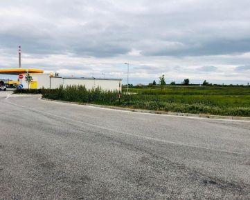NA PREDAJ : 12 árový  pozemok pri benzínke Shell na obchvate.