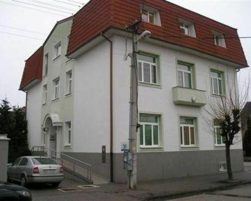 Predaj budovy, garáže a pozemkov - Sládkovičova 6, Trnava