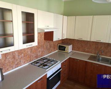 --PBS-- ++NA PREDAJ väčší 1,5.-izbový byt s BALKÓNOM o výmere až 53 m2 (možnosť prerobiť na 2-izbový), ul. T. Tekela++