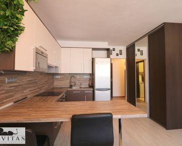 ZNÍŽENÁ CENA! Na predaj 2- izbový byt v súkromnom areáli na Hlbinnej, Podunajské Biskupice
