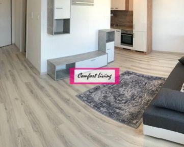 COMFORT LIVING ponúka - Praktický 1 izbový byt v MODERNEJ NOVOSTAVBE, spoločná terasa s oddychovou zónou, spotrebiče a zariadenie v cene nehnuteľnosti