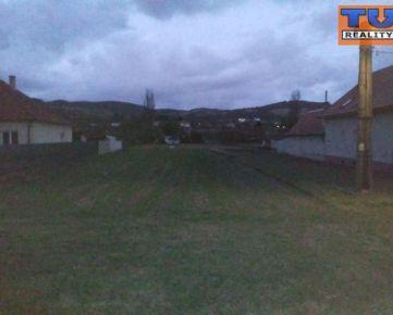 Na predaj krásny, rovinatý pozemok o výmere 2165 m2, v obci Moravské Lieskové. CENA: 33,00 EUR/m2