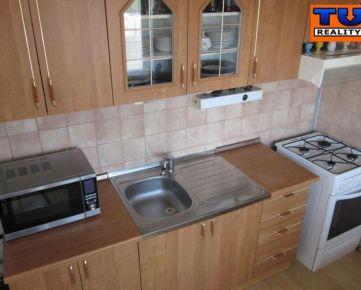 Prenájom, zariadený 3 izbový byt s loggiou, Špačinská. CENA: 620 EUR/mesiac