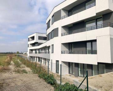 Top ponuka - krásny 2 izb. byt s 10 m2 loggiou, štandard, garážové park. miest v cene