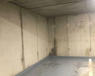NA PRENÁJOM: parkovacie státie v podzemnej garáži v centre
