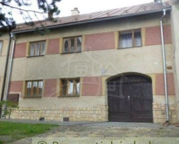 Priestranný rodinný dom aj 2 menšie domčeky pod Tatrami na predaj - nová cena !!!