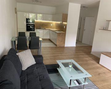 PRENÁJOM BEZ PROVIZIE RK dizajnového,klimatizovaného a priestranného 2-izbového bytu v tichom, zelenom prostredí s vynikajúcou polohou