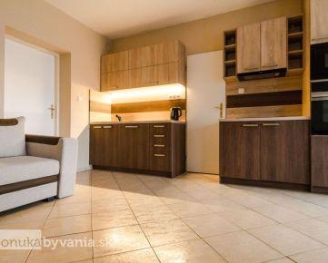 ŽELIARSKA, 2-i byt, 52 m2 - MHD do centra mesta, SAMOSTATNÝ VCHOD,priestranné izby, VLASTNÝ PARKING