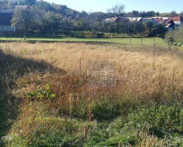 Exkluzívne Vám ponúkame krásny pozemok o výmere 691m2 v obci Prenčov