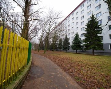 Veľký 2 izbový byt s balkónom v Ružinove na Jašíkovej ulici