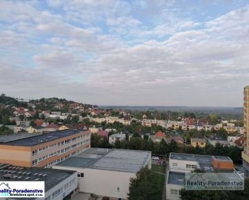 Devínska Nová Ves - pekný 1,5 izbový byt na Horova, loggia, pekný výhľad, komplet zariadenie v cene, voľný IHNEĎ