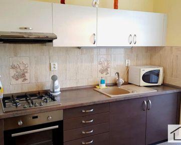 RK MER - Predaj 3 izbový byt, Bradáčova ulica, BA V – Petržalka, zrekonštruovaný, VYHĽADÁVANÁ  LOKALITA, TREBA VIDIEŤ,  cena: IBA: 159.990,- EUR, EXKLUZIVNE U NÁS