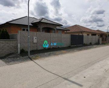 NOVOSTAVBA: komfortný, priestranný, útulný 4-izbový rodinný dom na predaj v obci Vydrany, 1 km od Dunajskej Stredy!!! Cena 169.990€