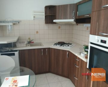 Na predaj 3-izbový byt bez balkónu, ktorý sa nachádza v Lučenci na ul. Vajanského