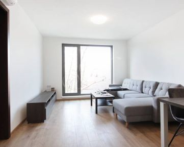 Moderný 2i byt na prenájom v Bratislave, klima, parking
