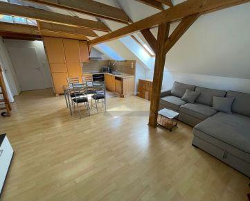 REI PREMIUM EXCLUSIVE - 3i BYT v rodinnom dome, balkón, parking