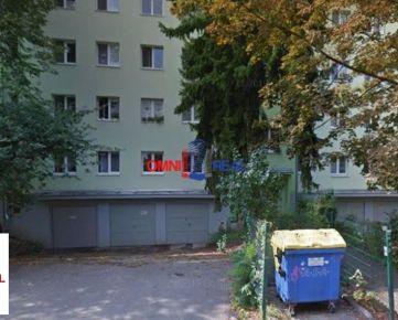 Garáž na prenájom, Ľ. Podjavorinskej, pod bytovým domom, elektrika, voda