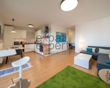 Slnečný 3 - izbový, priestranný byt (83m2 + 17m2 lodžia), SkyBox