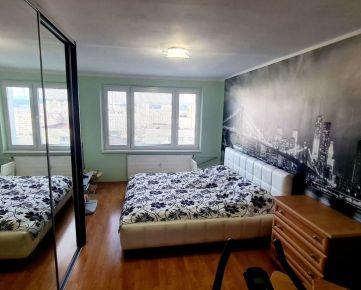 """REZERVOVANÉ : NA PREDAJ kompletne zrekonštruovaný  3- izbový byt typu """" U"""", časť Sásová."""