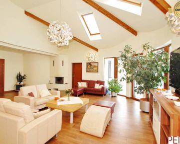 Luxusný 5-izbový rodinný dom so záhradou v Rajke
