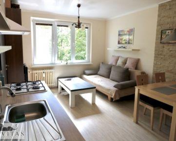 Rezervované - Na predaj pôvodne 2 izbový byt prerobený na menší 3 izbový, Ružinov, Komárnická ulica.