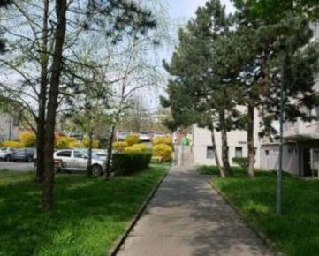 PREDAJ - 2-izb. byt s balkónom, širšie centrum BA III, tichá lokalita