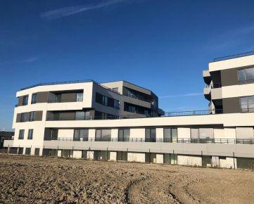 Priestranný 3 izb.byt s terasou a predzáhradkou v štandarde, garážové miesto v cene - Grunderresidence.sk