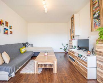 Štartovací 1 izbový byt s veľkou lodžiou v Dúbravke