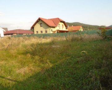 KRÁSNY ROVINATÝ POZEMOK AKO STVORENÝ PRE STAVBU BUNGALOVU,KOŠECA, 805 m2 CENA: 78 200,00 EUR