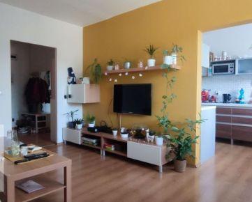 Ponúkame Vám na prenájom kompletne zrekonštruovaný zariadený 3 izbový byt v Trenčíne na sídlisku Juh o rozlohe 70m2.