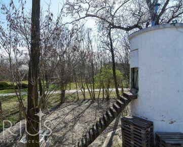 BREZOVÁ, jedinečná záhrada 305 m2 – priamo v LESOPARKU VRAKUŇA