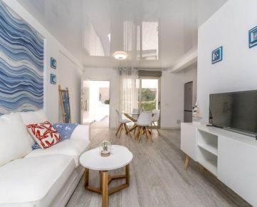 Zrekonštruovaný 3-izbový apartmán len 500 m od pláže La Zenia, Costa Blanca juh