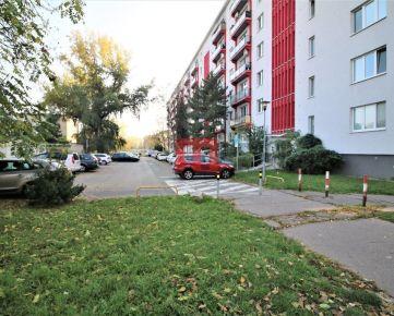 Na prenájom priestranný 3 izbový byt v tichej časti Ružinova neďaleko jazera Štrkovec