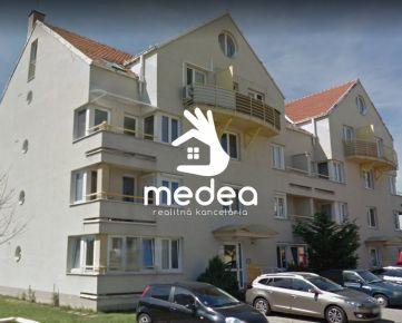 3i byt 80m2, tehlová bytovka, 2 balkóny, Nitra-Južná ul.