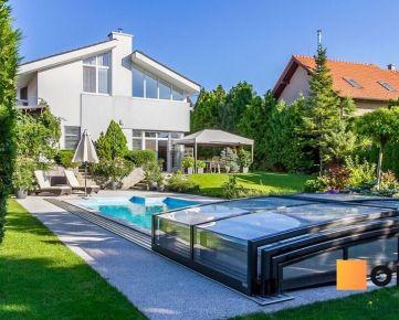 Moderný 6 izb.rod.dom v pokojnej štvrti STUPAVY v blízkosti lesa a parku.Excelentná záhrada 1469 m2 s bazénom.
