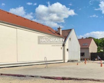 HALO REALITY - Predaj, pozemok pre rodinný dom 500 m2 Trnava, Centrum a okolie