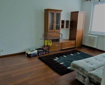 Veľký 2-izbový byt Vlčince
