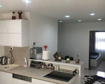 LUXUSNÝ BYT ! 3 izbový luxusne zrekonštruovaný byt ! lokalita Borodáčovej ulice NITRA