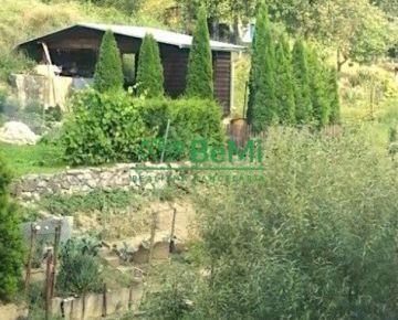 Ponúkame Vám na predaj záhradnú chatku v meste Považská Bystrica- časť Dedovec 020-13-DOKAa
