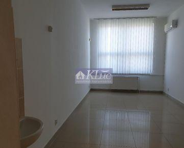 Ponúkame samostatnú kancelársku budovu (120m2) a kancelárie 20m2 - 110m2 za výbornú cenu. Kremnická ul.