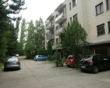 Na prenájom 4-izbový byt s garážou v Nitre - Chrenová, Ďurčanského ul.