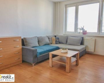 1 izbový byt s lodžiou s oddelenou kuchyňou a spálňou po čiastočnej rekonštrukcii