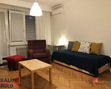 REZERVOVANÉ: Zariadený 1,5 izb. byt na Riazanskej ul., prenájom