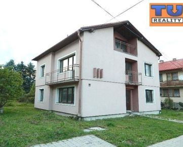 TUREALITY ponúka na predaj trojpodlažny rodinný dom s pozemkom /810 m2/ a s panoramatickým výhľadom na Vysoké Tatry. CENA: 139 000,00 EUR