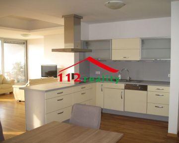 Na predaj Condominium Renassance, 5 izbový byt s veľkou terasou, 2 kúpeľne, 2 garážové miesta, pivnica, nádherný výhľad na Dunaj