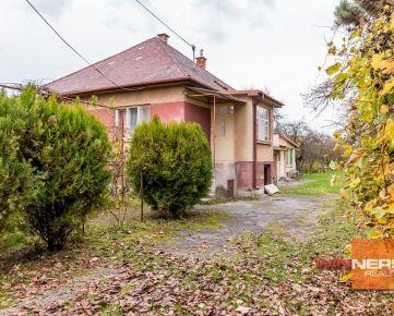 REZERVOVANÉ, Rodinný dom v pôvodnom stave s ideálnym stavebným pozemkom v obci Lemešany