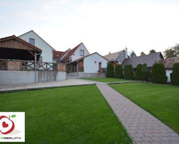 TRNAVA REALITY – ponúka na predaj polyfunkčný objekt s bytovou jednotkou a tenisovým kurtom v Dolnom Dubovom pri Trnave.