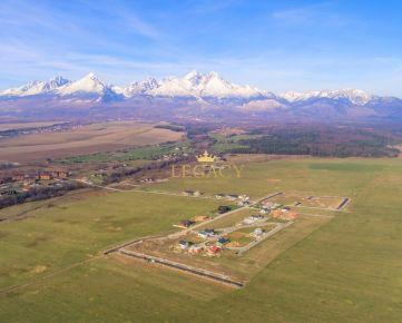 Stavebný pozemok s výhľadom na Tatry a golf - nová štvrť