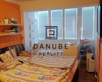 Predaj 2-generačný rodinný dom s dvomi bytovými jednotkami v tichej uličke v Slovenskom Grobe.