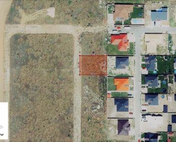 TRNAVA REALITY - široký pozemok na stavbu RD so všetkými IS v obci Miloslavov - Miloslava